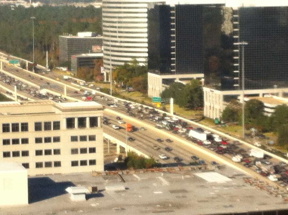 A five-vehicle wreck has closed five lanes on the West Loop near the Galleria. (Tiffany Heikkila photo)