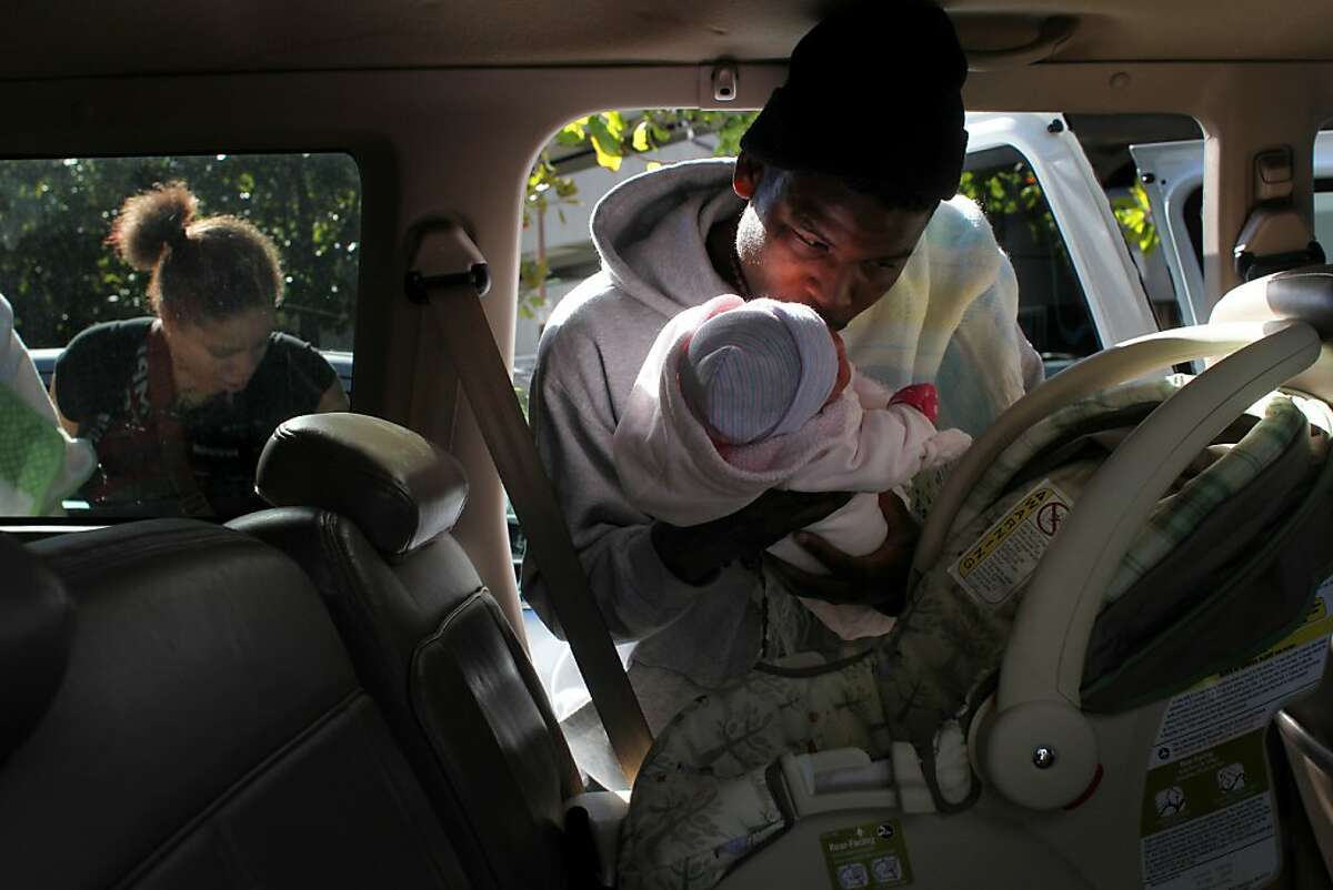 Brijjanna Price, left and her baby's father Quindell Anderson put their daughter in a car seat as they leave the hospital to go home,   Friday Nov. 9, 2012,  in Berkeley, Calif. Photo: Lacy Atkins, The Chronicle