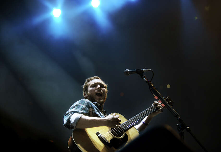 American Idol winner Phillip Phillips warms up for Bridgeport native at the Webster Bank Arena in Bridgeport, Conn. on Monday, December 16, 2013. Photo: Brian A. Pounds / Connecticut Post