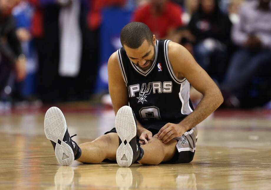 Tony Parker #9 of the San Antonio Spurs appears to injure himself in the second half against the Los Angeles Clippers at Staples Center on December 16, 2013 in Los Angeles, California. The Clippers defeated the Spurs 115-92. Photo: Jeff Gross, Getty Images