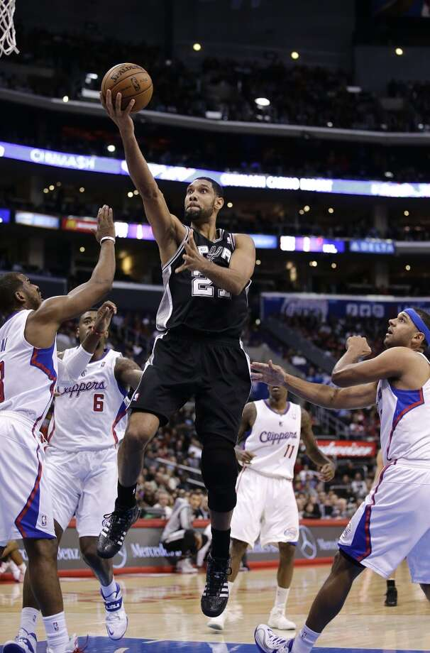 San Antonio Spurs' Tim Duncan, center, goes up for a basket as Los Angeles Clippers' Chris Paul, left, and Jared Dudley, right, watch during the first half of an NBA basketball game on Monday, Dec. 16, 2013, in Los Angeles. Photo: Jae C. Hong, Associated Press