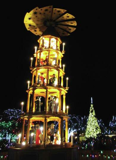 Cities Amp Townsfredericksburgthe Christmas Pyramid Crafted