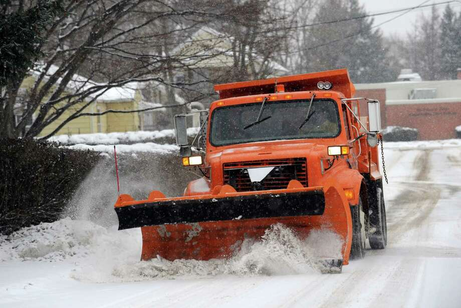Snow scenes from Ansonia, Conn. Tuesday, Dec. 17, 2013. Photo: Autumn Driscoll / Connecticut Post