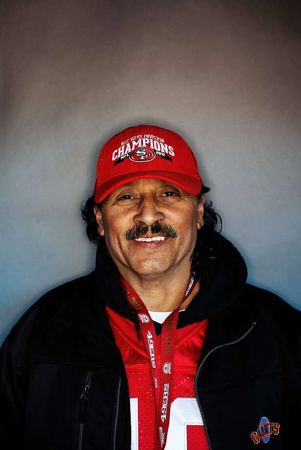 49ers fan Arturo Carrillo, 60, of Daly City. Photo: Mike Kepka, The Chronicle
