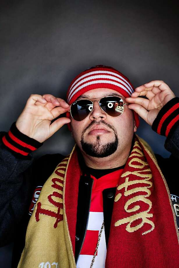 49ers fan Manny Caceres, 27, of San Francisco. Photo: Mike Kepka, The Chronicle