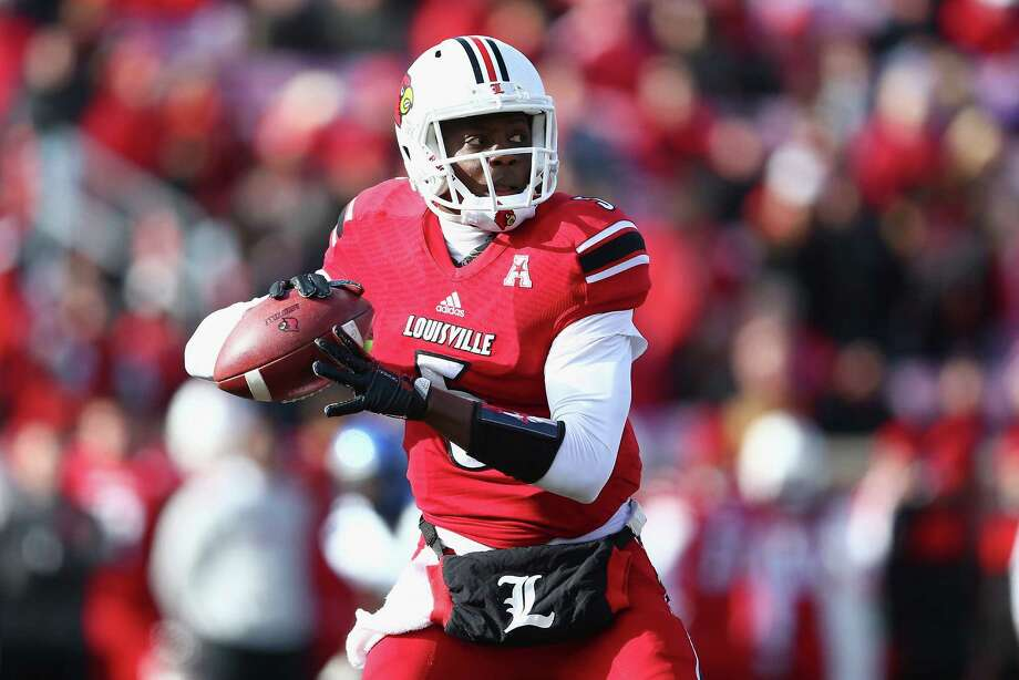 LOUISVILLE, KY - NOVEMBER 23:  Teddy Bridgewater #5 of the Louisville Cardinals throws the ball during the game against the Memphis Tigers at Papa John's Cardinal Stadium on November 23, 2013 in Louisville, Kentucky.  (Photo by Andy Lyons/Getty Images) Photo: Andy Lyons, Staff / 2013 Getty Images