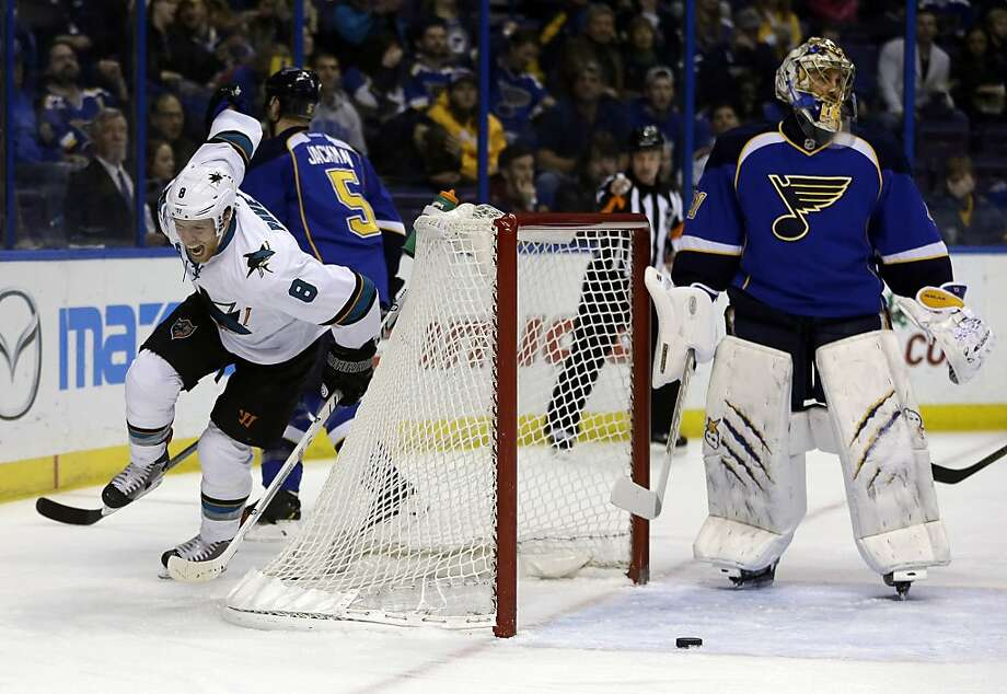 Joe Pavelski (left) is fired up after scoring past St. Louis goalie Jaroslav Halak for a 1-0 lead. Photo: Jeff Roberson, Associated Press