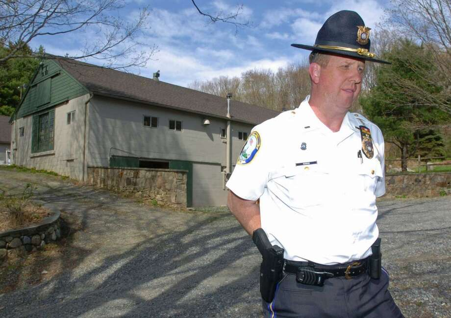 FILE — Lt. George Sinko, of Newtown Police Department, holds a press conference at 89 Poverty Hollow Road in Newtown, April 15, 2010.  Photo: Chris Ware, ST