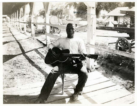Portrait of a lone, Kentucky guitar player, seated and playing his guitar. Photo: Cincinnati Museum Center, Getty Images / Archive Photos