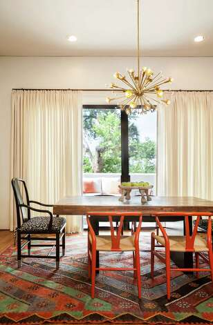 A contemporary Montrose house gets a warm, eclectic makeover with bold prints and modern accessories. Photo: Julie Soefer / ONLINE_YES
