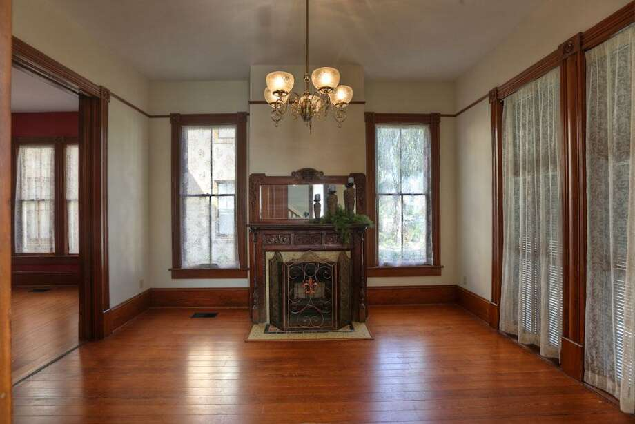 1824 Church: This 1955 home has 4-5 bedrooms, 1.5 bathrooms, 2,804 square feet, and is listed for $325,000. Photo: Houston Association Of Realtors