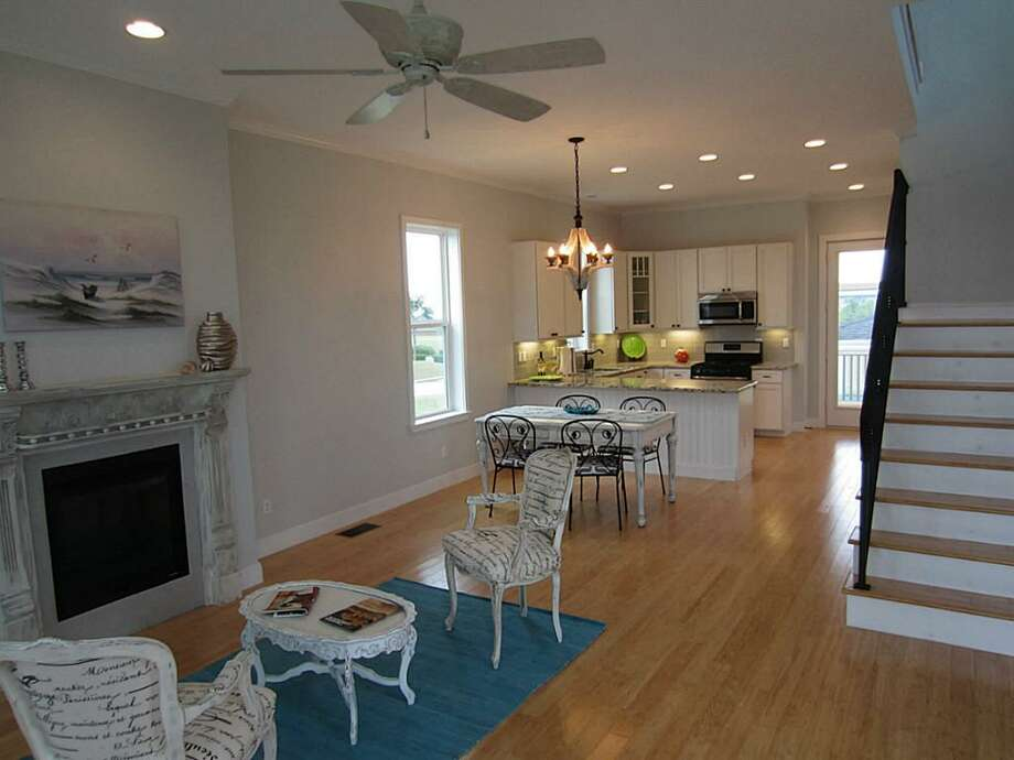 33 Porch: This 2013 home has 3 bedrooms, 2.5 bathrooms, 1,594 square feet, and is listed for $325,000. Photo: Houston Association Of Realtors
