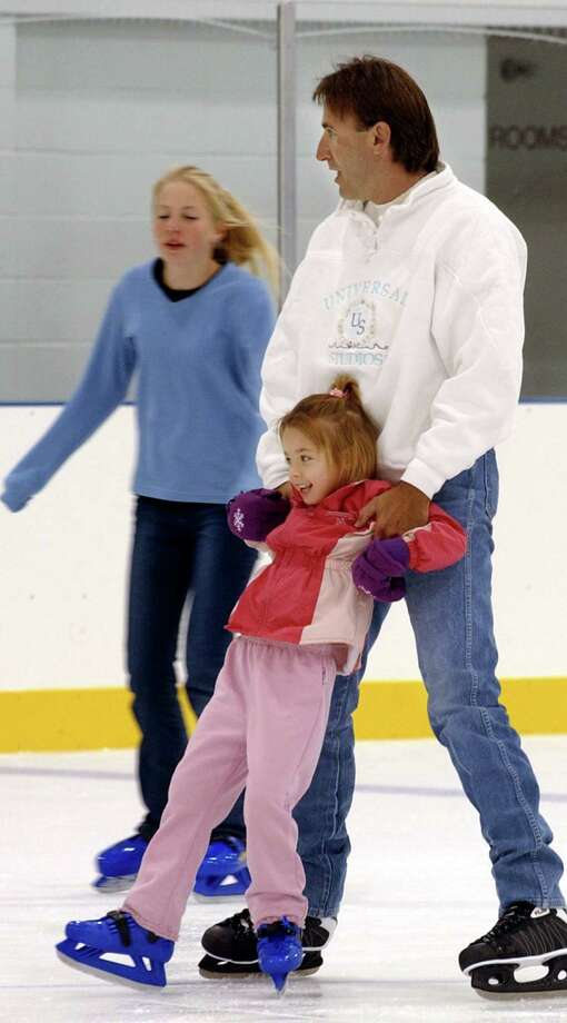 Ice skaters work on their balance and technique at  Northwoods Ice Center in San Antonio. Photo: Express-News File Photo / SAN ANTONIO EXPRESS-NEWS