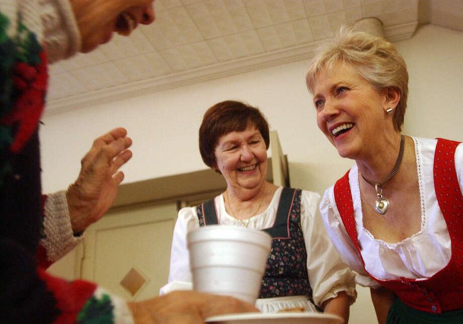 Zweite Weihnachten event in Fredericksburg features food, drink and music. Photo: Express-News File Photo / SAN ANTONIO EXPRESS-NEWS