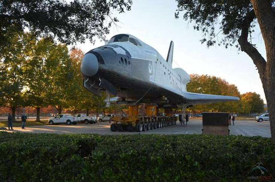Space Shuttle Independence on the move at Space Center Houston. (collectSPACE.com/Robert Z. Pearlman photo)