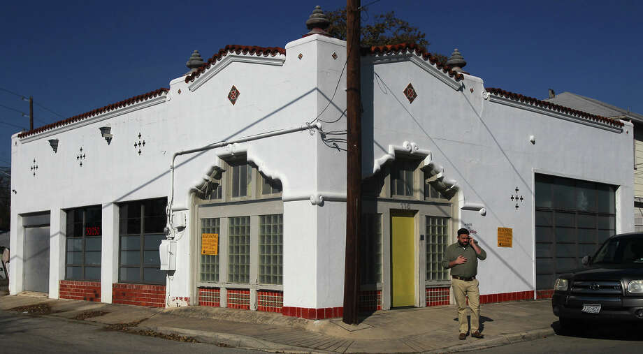 The Historic and Design Review Commission will consider this building at 115 Michigan Avenue near the intersection of French for a historic landmark designation. The building is located in the Beacon Hill area and was built in the style of Mission Revival architecture. Photo: JOHN DAVENPORT, SAN ANTONIO EXPRESS-NEWS / ©San Antonio Express-News