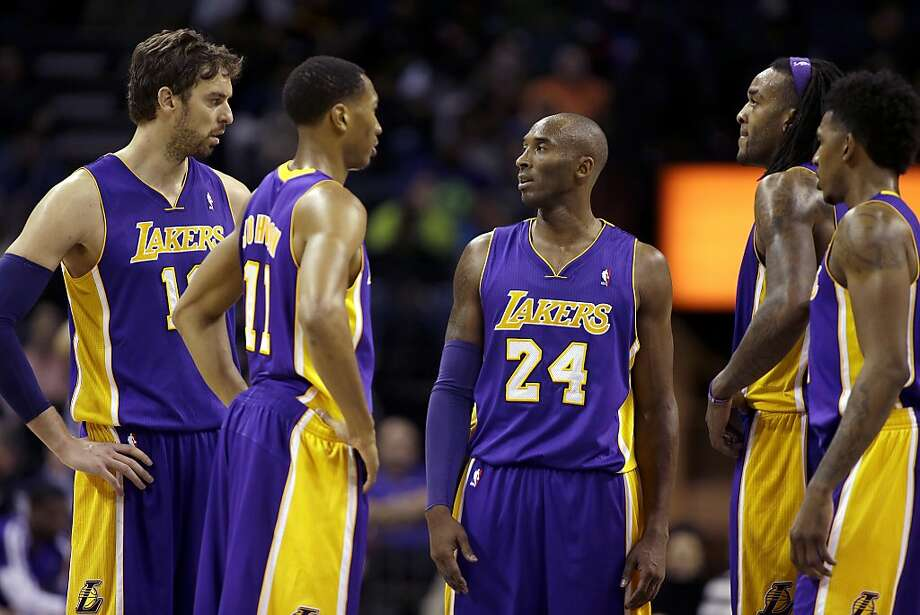 Kobe Bryant (center), huddling with teammates (from left) Pau Gasol, Wesley Johnson, Jordan Hill and Nick Young during a timeout, seems to have assured the Lakers of mediocrity. Photo: Bob Leverone, Associated Press