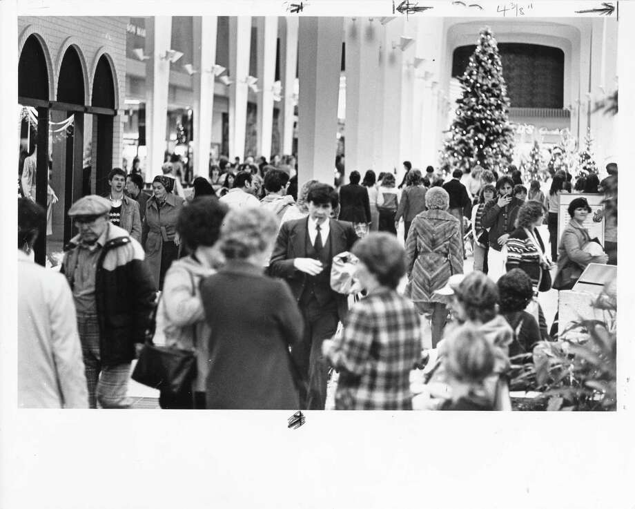 This scene, of a packed Southcenter Mall days before Christmas, is pretty timeless ... except for the two men smoking inside the mall. (Photo: Dec. 21, 1981) Photo: -