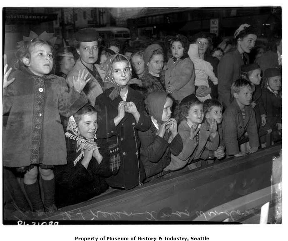 What was making these kids so excited in 1944? A Frederick & Nelson window display, of course. Photo: -