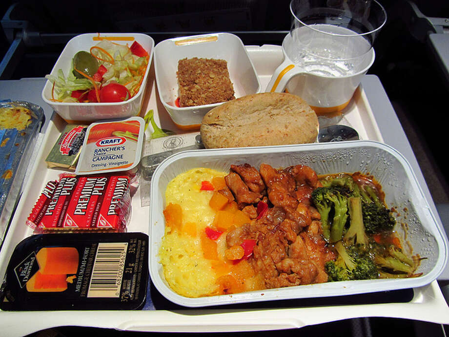 Airplane food (Flickr / Calgary Reviews)