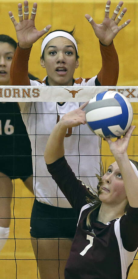 Haley Eckerman (top) and the defending champ Longhorns are big favorites to claim another volleyball crown. Photo: Tom Reel / San Antonio Express-News