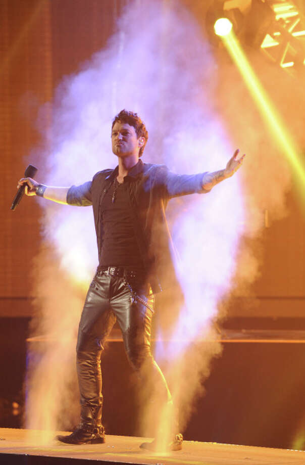 THE X FACTOR: Jeff Gutt performs on THE X FACTOR airing Wednesday, Dec. 18 (8:00-10:00 PM ET/PT) on FOX.  CR: Ray Mickshaw / FOX.