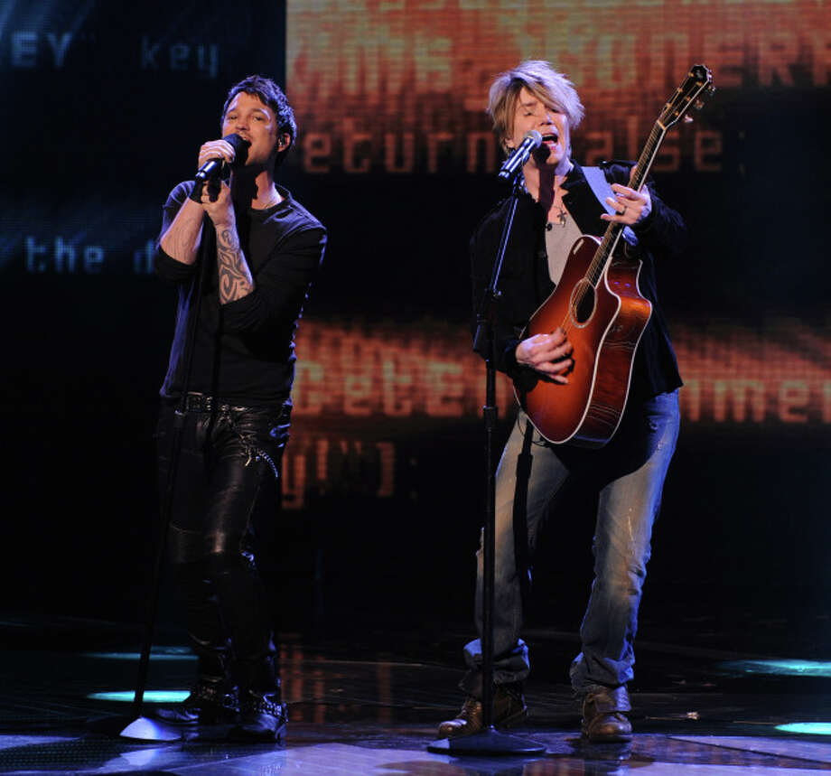 THE X FACTOR: Jeff Gutt and Johnny Rzeznk perform together on THE X FACTOR airing Wednesday, Dec. 18 (8:00-10:00 PM ET/PT) on FOX.  CR: Ray Mickshaw / FOX.