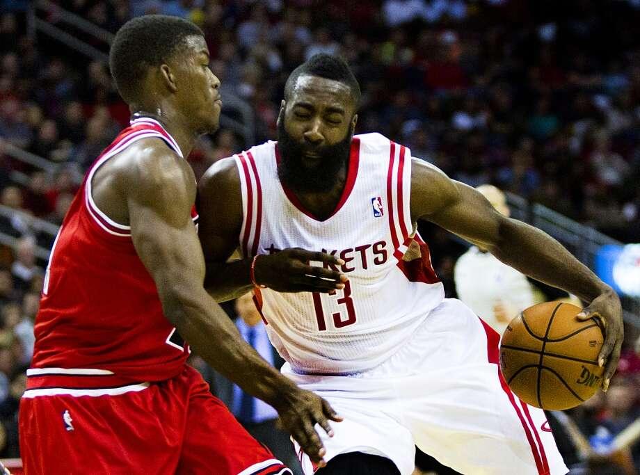 Rockets shooting guard James Harden (13) drives against Bulls shooting guard Jimmy Butler (21). Photo: Marie D. De Jesus, Houston Chronicle
