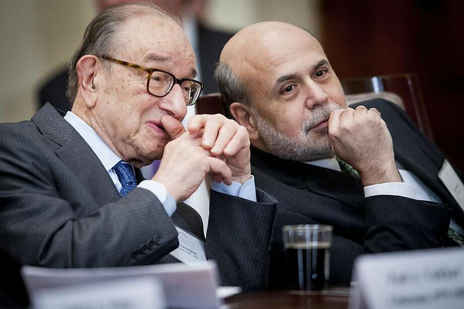 Alan Greenspan (left) chats with Fed Chair Ben Bernanke. Photo: Pete Marovich, Bloomberg