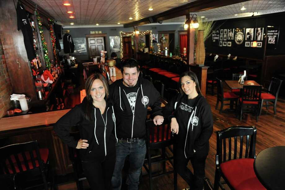 Co-owners of Memphis Hustle Jocelyn and Jarrett Lane, right, and Danette Gallogly at their restaurant Thursday, Dec. 12, 2013, in Coxsackie, N.Y. John Gallogly is also an owner not in photograph. (Michael P. Farrell/Times Union) Photo: Michael P. Farrell / 00025011A