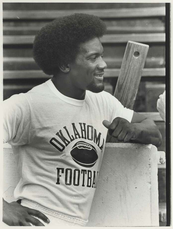 Hooks High School star Billy Sims won the 1978 award as he led Oklahoma to an 11-1 season. Photo: Steve Campbell, Houston Chronicle / Houston Chronicle