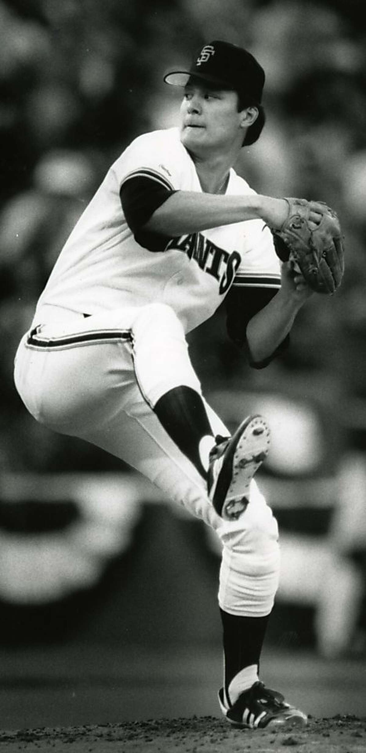 Atlee Hammaker pitching for the Giants in 1987.
