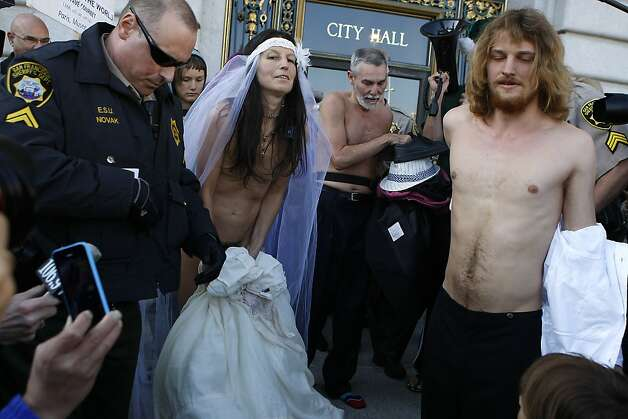 S.F. couple pulls off their nude wedding - SFGate