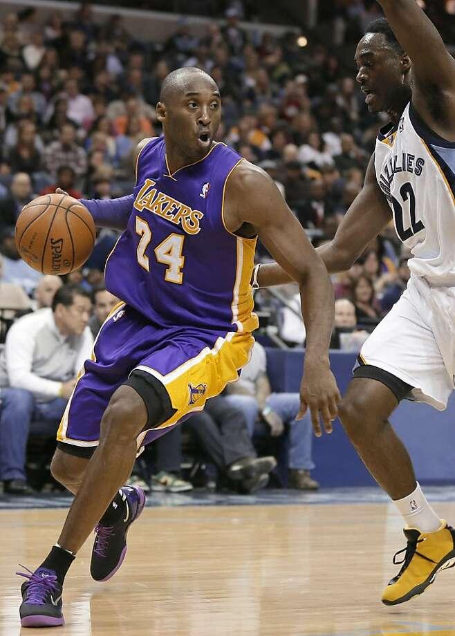 Trying to return from ankle injury, Kobe Bryant hurts knee ... Kobe Bryant Injury