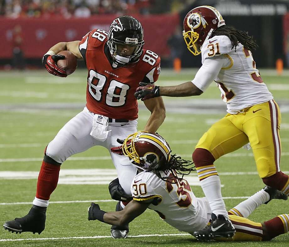 Falcons tight end Tony Gonzalez, a former basketball and football standout at Cal, is enjoying a banner year in his final NFL season with 71 receptions for 740 yards and seven touchdowns. Photo: John Bazemore, Associated Press