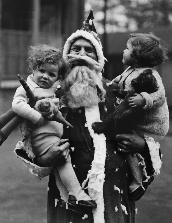 Father Christmas visits homeless children in Leytonstone, London, Dec. 22, 1934. Photo: Fox Photos, Getty Images / Hulton Archive