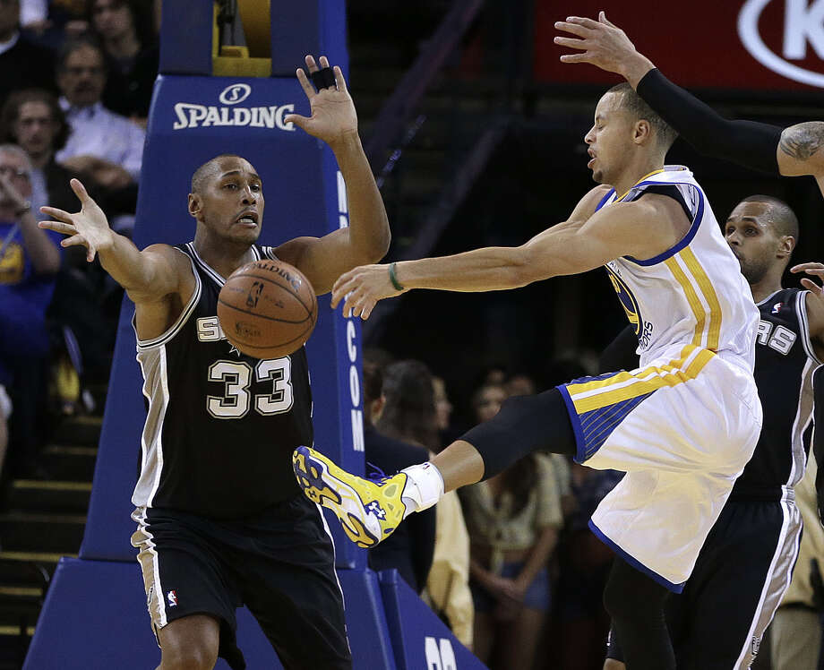 Boris Diaw (left) tries to block the passing lane for the Warriors' Steph Curry, who had 30 points but missed a final shot. Photo: Ben Margot / Associated Press / AP