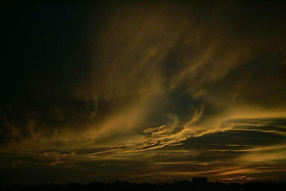 The sun sets over Dallas, Texas, Thursday evening, Dec. 19, 2013.  (AP Photo/Benny Snyder) Photo: Benny Snyder, Associated Press