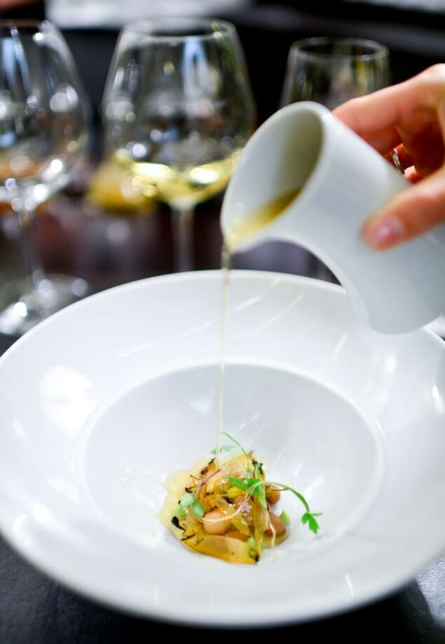 4th Course: Abalone, bean, epazote, avocado (Rasmus Kofoed) Photo: Bonjwing Lee Photography