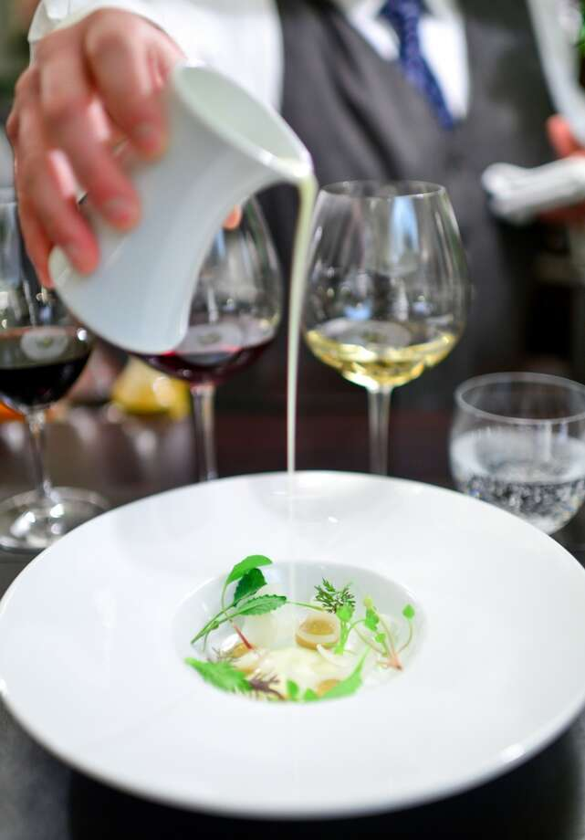 7th Course: Onions, chamomile, vinegar, melted cheese. (The Restaurant at Meadowood) Photo: Bonjwing Lee Photography