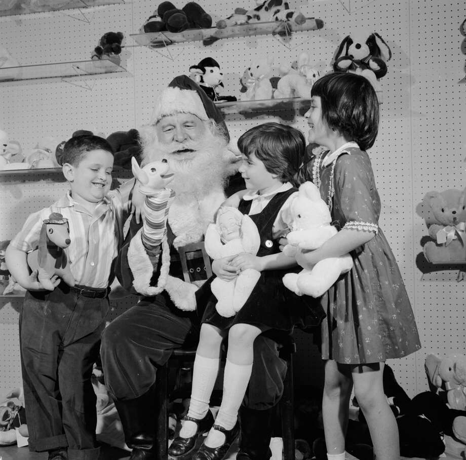 Kenneth Shewer (from left), Karin Shewer and Debbie Helitzer talk with Santa Claus, circa 1956. Photo: Carsten, Getty Images / Hulton Archive