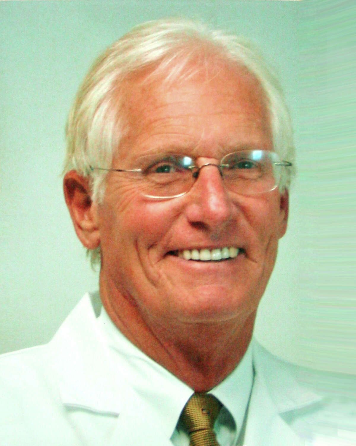 Edward V. Craig, of New Canaan, an orthopedic surgeon at the Hospital for Special Surgery, has been named one of the top 28 shoulder surgeons in North America by Orthopedics This Week.