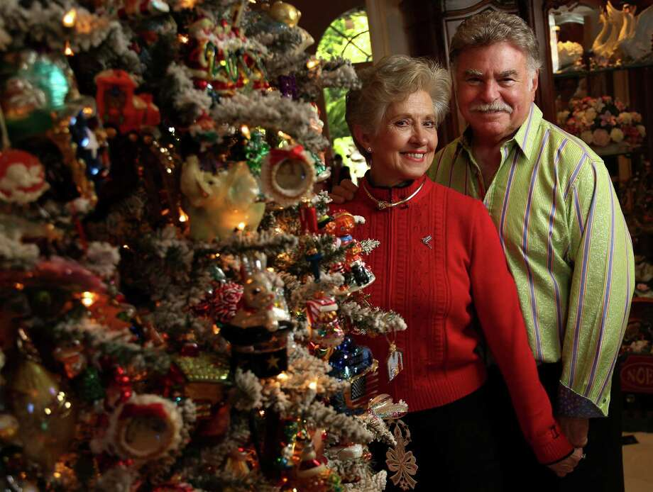 This 11-foot-tall Christmas tree in Gigi and Stewart Shapiro's Tanglewood home takes 30 hours to decorate. Photo: Karen Warren, Staff / © 2013 Houston Chronicle
