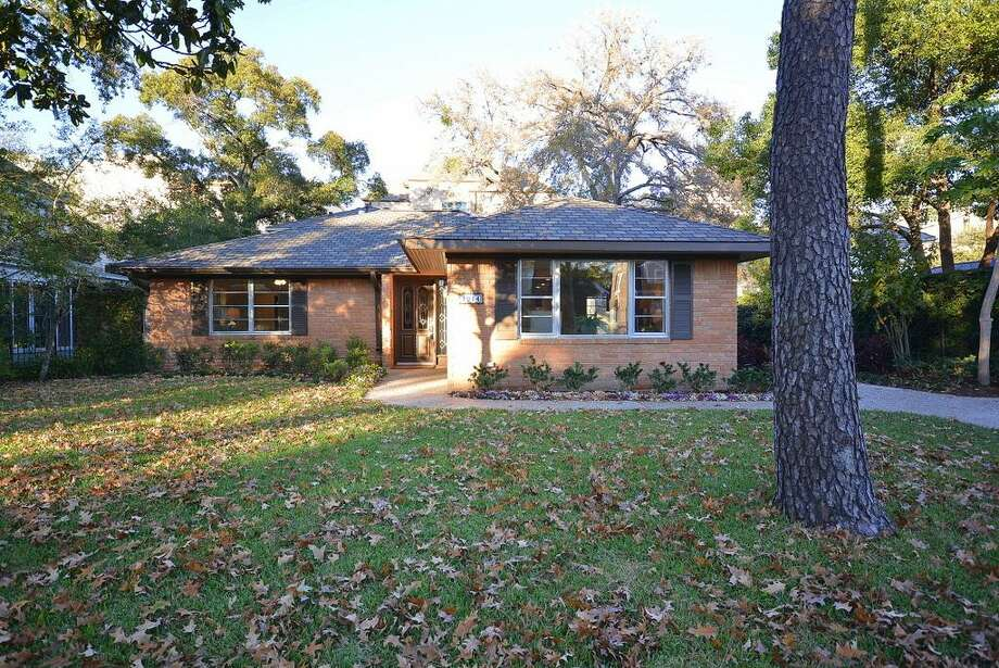 1914 Lauderdale: This 1954 home has 3 bedrooms, 3 bathrooms, and 2,476 square feet. Open house: 12/22/2013, 1 p.m. to 3 p.m.