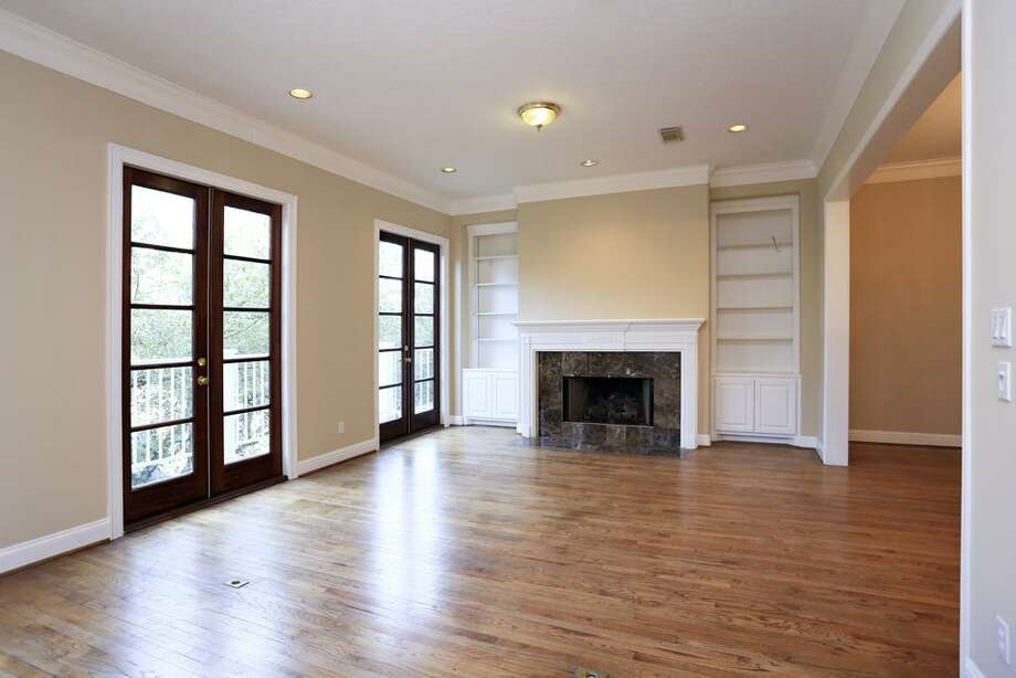 2009 Allen Parkway: This 1998 townhome has 3 bedrooms, 3.5 bathrooms, and 2,522 square feet. Open house: 12/22/2013, noon to 2 p.m.