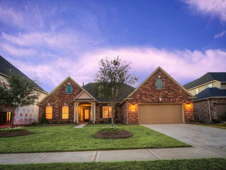 3926 Banks Landing: This 2013 home has 5 bedrooms, 4 bathrooms, and 3,566 square feet. Open house: 12/22/2013, noon to 5 p.m.