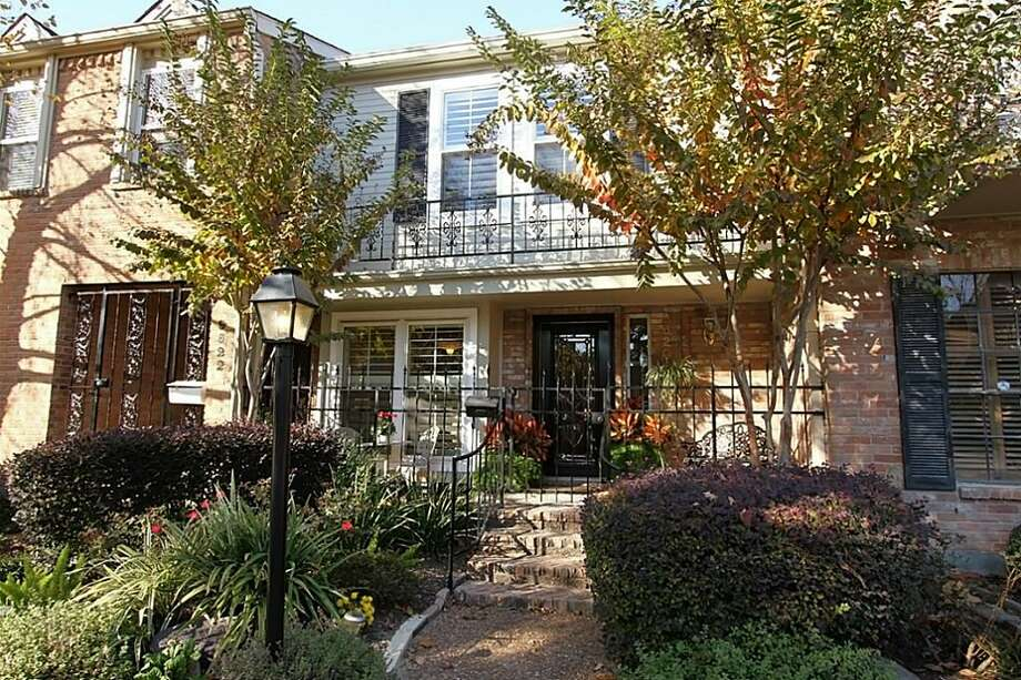 9620 Doliver: This 1978 townhome has 2 bedrooms, 2.5 bathrooms, and 1,960 square feet. Open house: 12/22/2013, 2 p.m. to 4 p.m.