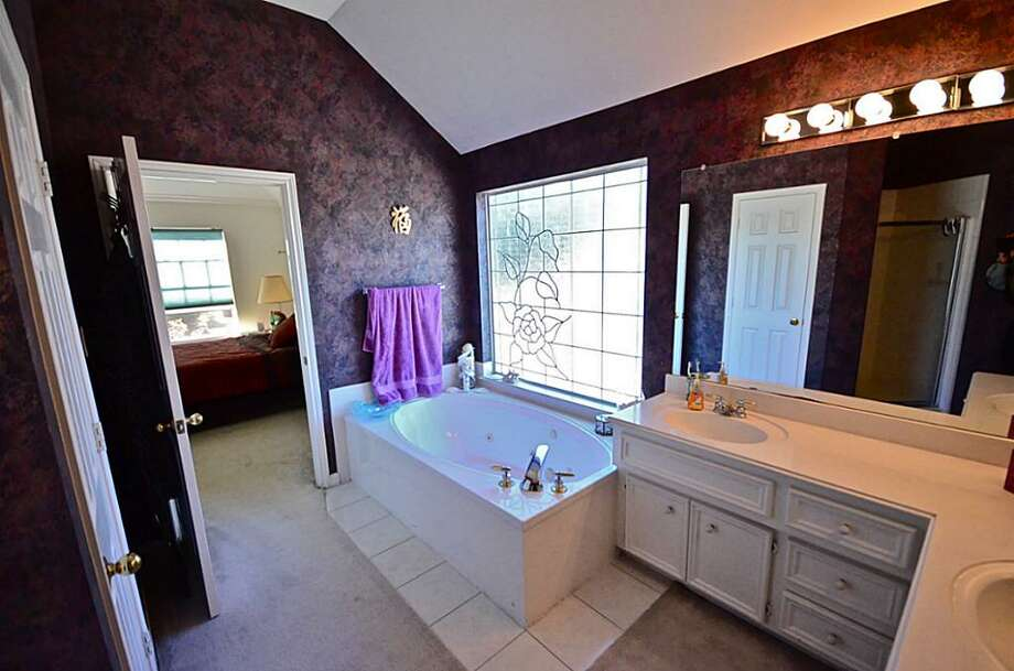 4614 Pebblestone: This 1995 home has 4 bedrooms, 2.5 bathrooms, and 2,636 square feet. Open house: 12/22/2013, 3 p.m. to 5 p.m.