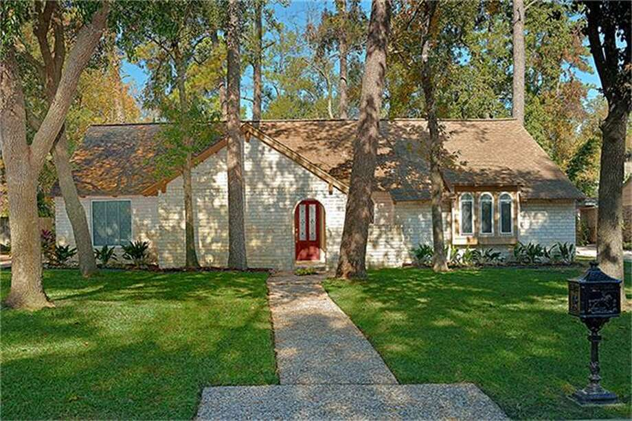 1522 Saddlecreek: This 1967 home has 4 bedrooms, 2 bathrooms, and 2,356 square feet. Open house: 12/22/2013, 1:15 p.m. to 2:15 p.m.