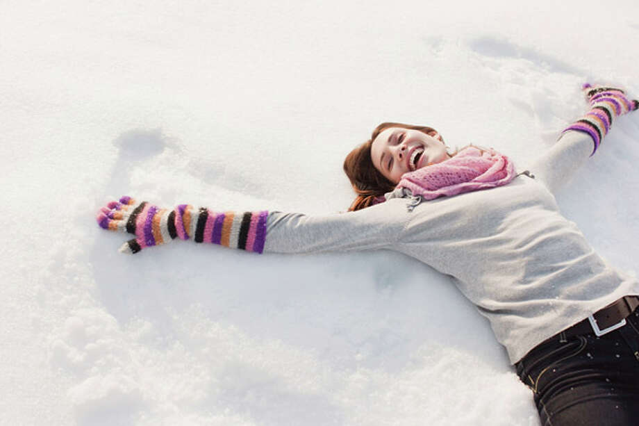 214: Making a snow angel burns an average of 214 calories (per hour). source:  tinyurl.com/hl14snow Photo: Sam Edwards, Getty Images / (c) Sam Edwards